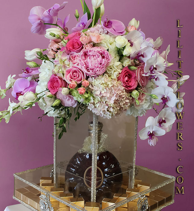 Best Florist in Glendale Flower Delivery -  beautiful                                                      flowers arrangement for Engagement or a wedding.                                                     Make sure to share with us your arrangement.                                                     https://goo.gl/maps/Jgj1JeCetJv - Glendale Florist Engagement gift boxes