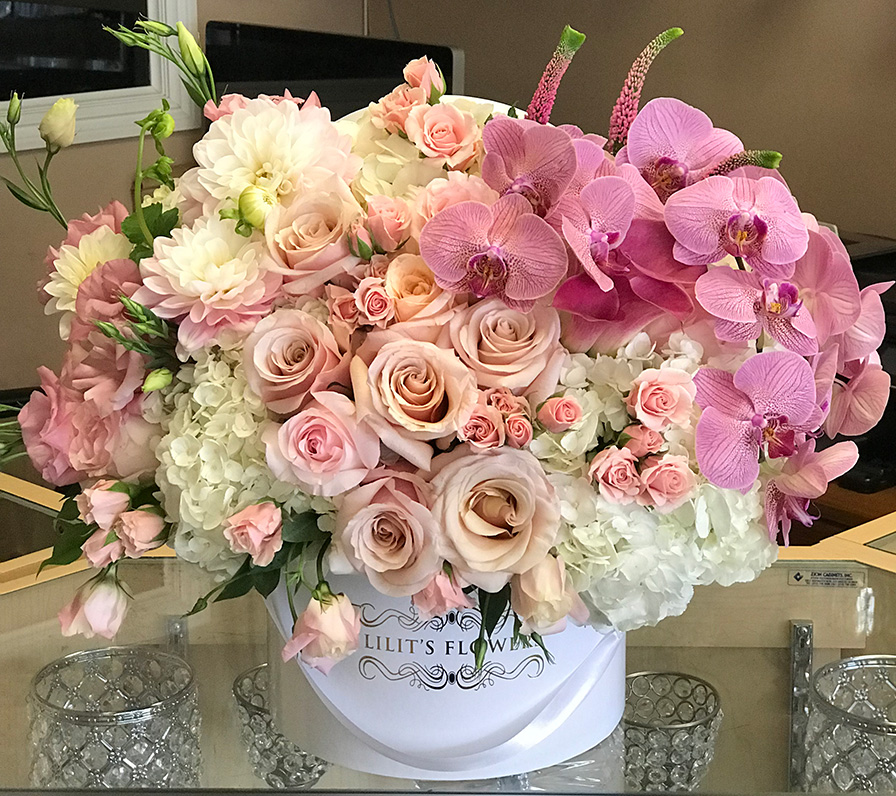 elegant bouquet in the white hat box, pink veronicas, pink spray roses